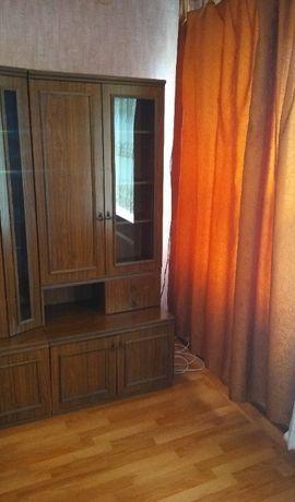 Шкаф для книг, посуды со стеклянной дверцей, пр-во Молдавия