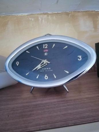 Ретро механичен часовник - будилник настолен , със стойка.Работи идеал