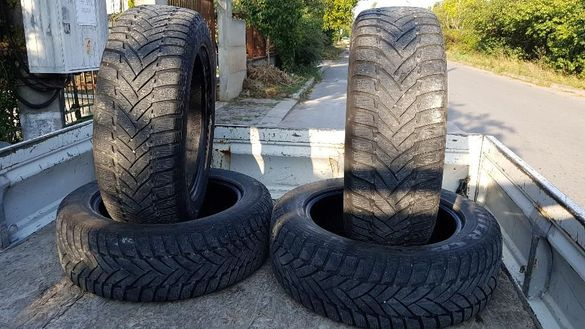 215/60/17 Dunlop 70лв. 4те броя