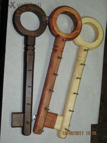 закачалка за ключове във формата на голям ключ.