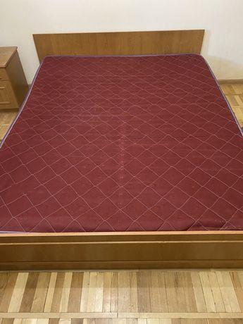 Продам друспальную кровать с матрацем, шкаф и две тумбочки