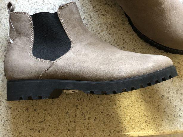 Продам ботинки на осень новые