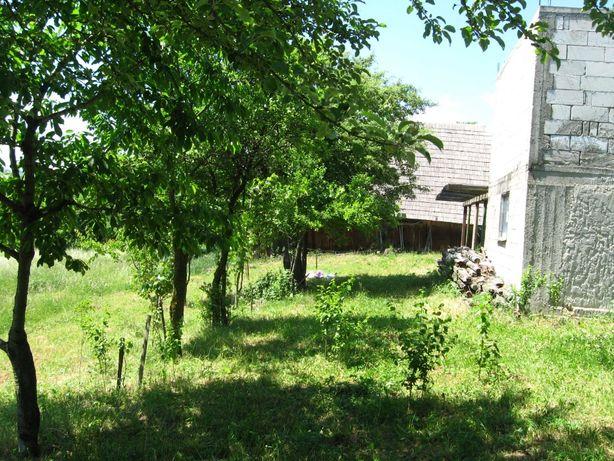 Teren cu livada si constructie inceputa zona de munte, Bucovina