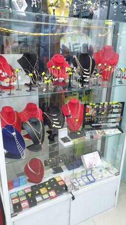 Сдам в аренду бутик женской одежды в торговом доме, центр города