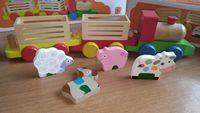 Голям дървен влак с животни и ремаркета / дървени играчки