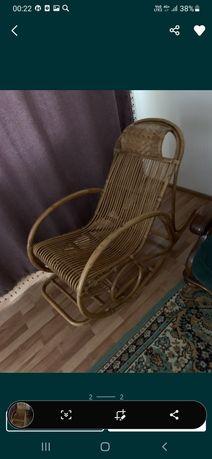 Продам кресло качалку ротанг.