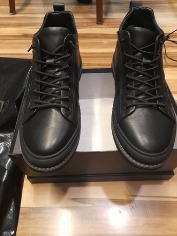 Продам новую обувь 43размер