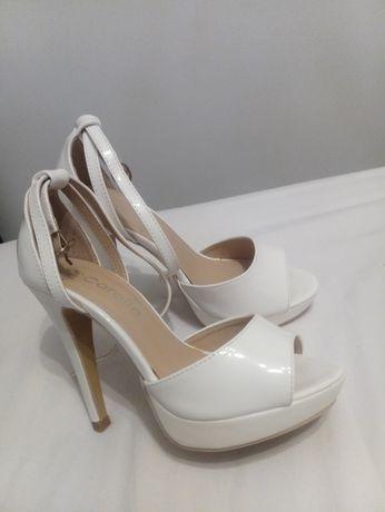 Sandale culoare alb, lac, număr 35