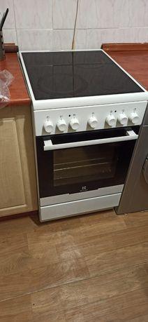 Индукционная плита Electrolux с духовкой