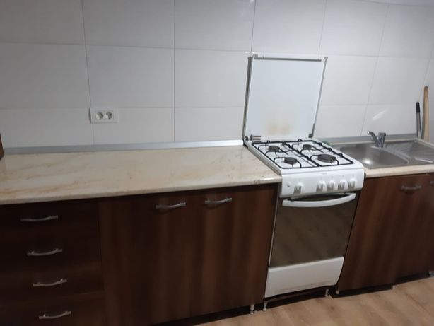 Mobila bucătărie, aragaz, chiuveta