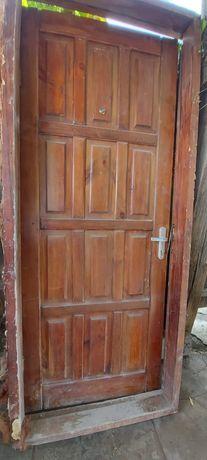 Продам деревянную дверь входную