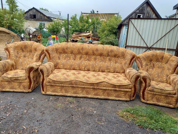 Продам уголок диван с креслами