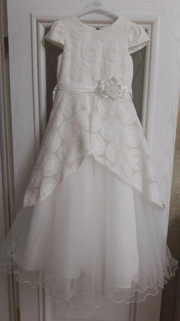 Продам платье на девочку 10-12 лет, в отличном состоянии