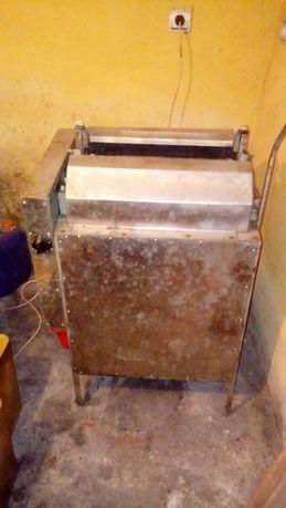 Машина за отпечатване на пчелни пити