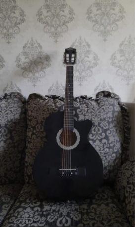 Гитара в хорошем состоянии