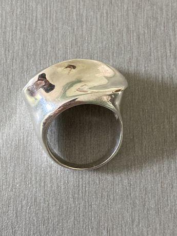 Inel masiv de argint model deosebit