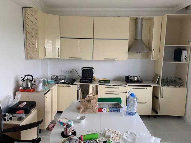 Кухня, б/у, только корпусная мебель и камень