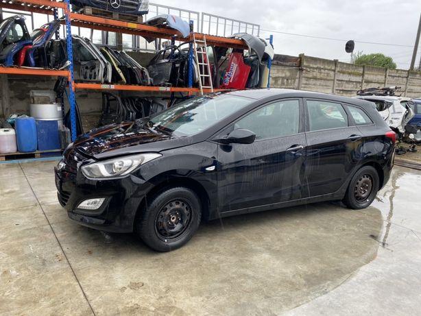 Capota aripa stanga Hyundai i30 CW 2012-2017