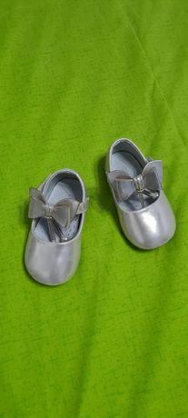 Продам детские туфельки (2 пары)