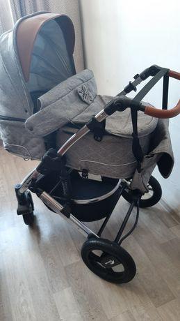 Коляска и детский стульчик