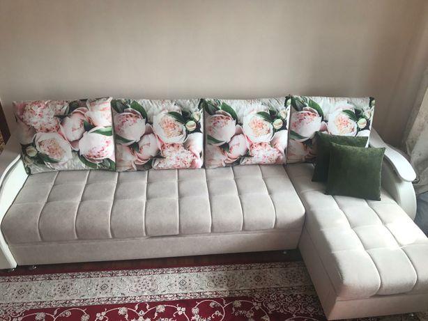 Продаю новый стильный диван