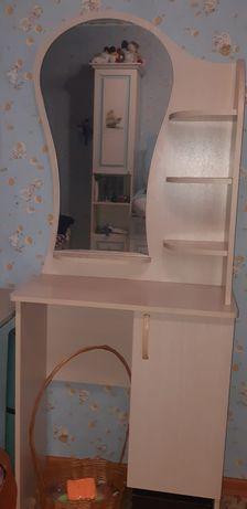 Туалетный столик и рабочий стол