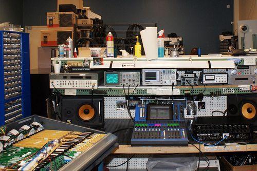 Ремонт на професионална озвучителна техника и муз. инструменти