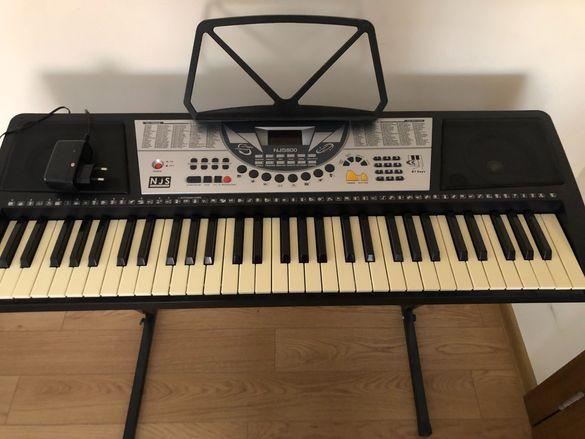 Синтезатор / Електронно пиано NJS800