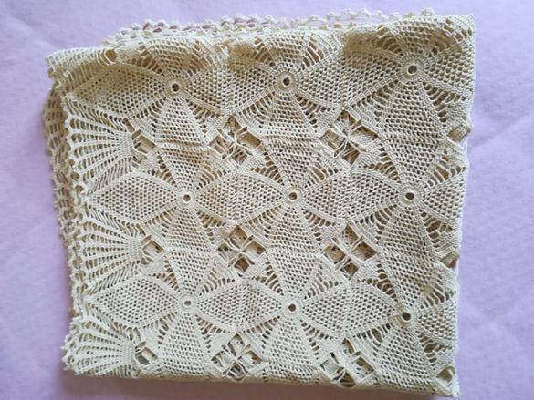 голяма покривка, плетена на една кука