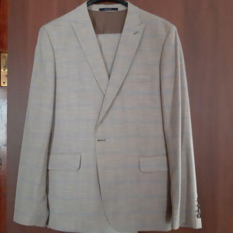 Продам стильный костюм
