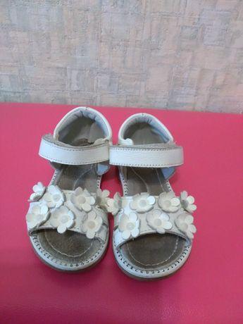 Продам детские сандалии. Любые за 1000 тенге