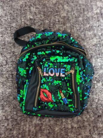 Продам рюкзак для девочки