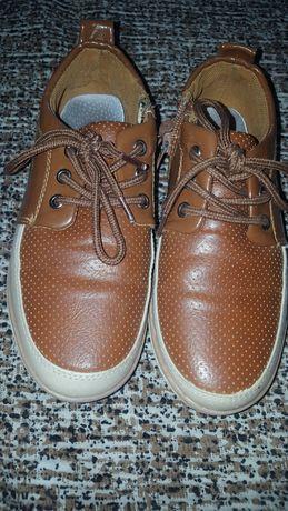 Продам туфли на мальчика 32 размер