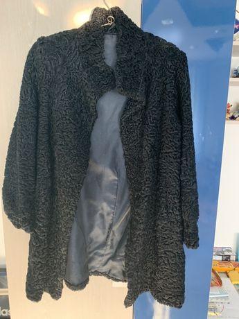Vând haină din blană astrahan