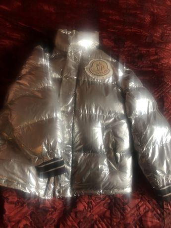 Продам куртку Moncler
