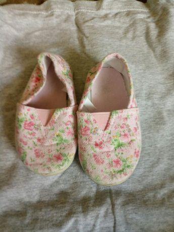 Модерни обувки за най-малките принцеси