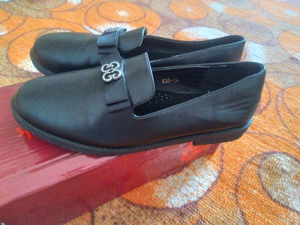 Срочно обувь новая к школе