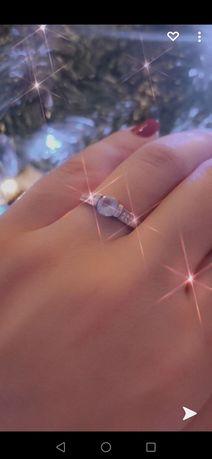 Inel de argint cu piatră mica rotunda aquamarin