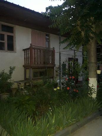 Срочно продам 2 кирпичных дома на одном участке.