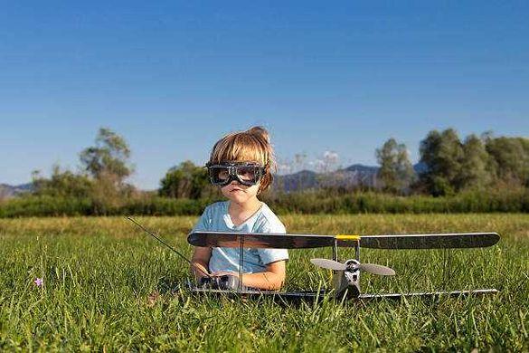 Ремонт на дронове, самолети, крила.