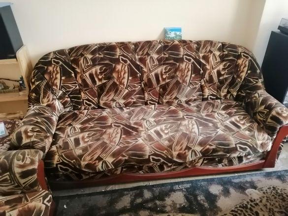 Разтегателен диван с 1 фотьойл и 2 табуретки
