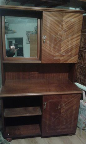 Comoda Viorela cu oglinda din lemn masiv anii '80
