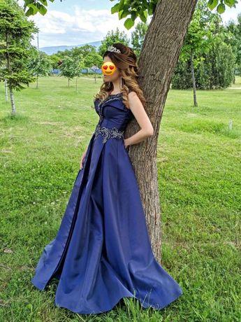 Елегантна бална рокля от френска тафта
