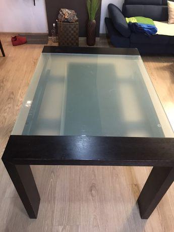 Продавам трапезна маса разтегателна масив и стъкло