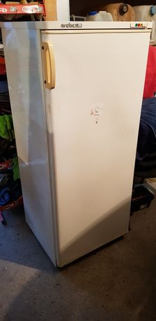 Vînd ladă frigorifică Arctic cu 7 sertare.