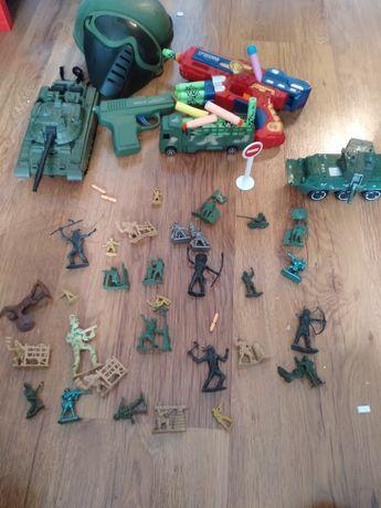 Военные игрушки.
