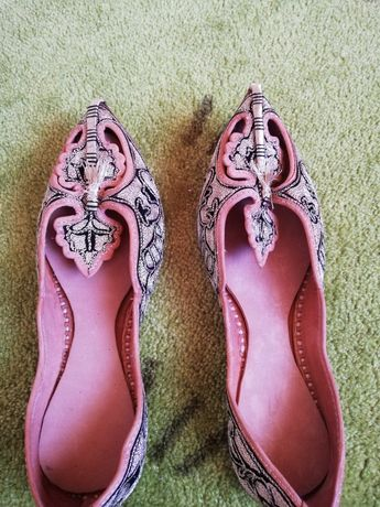 Papuci artizanali, noi