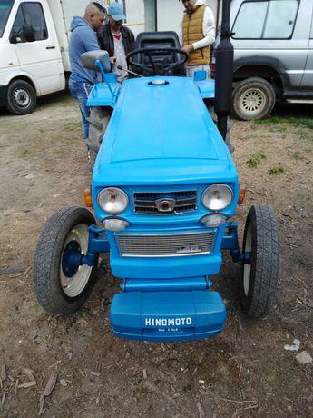 Vând tractor hinomoto