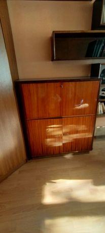 Продам шкаф 7000 тыс вообщем мебель все по 7-5тыс