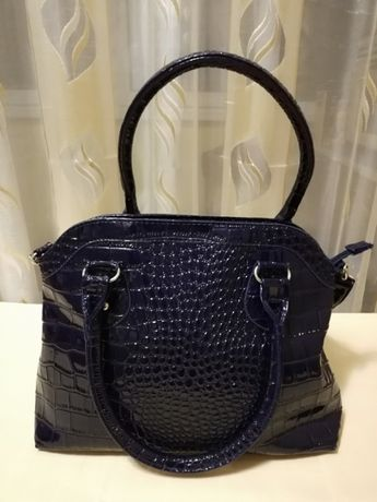 Нова дамска чанта - тъмно лилаво към черно